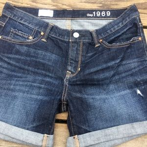 Classic Gap denim shorts
